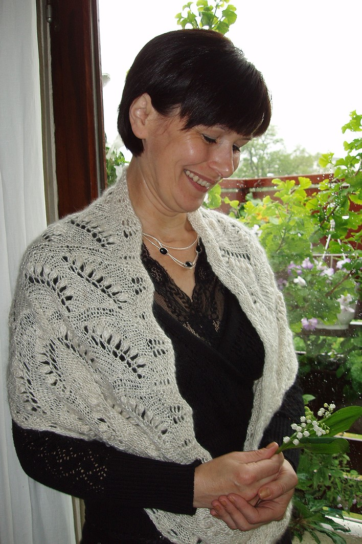 Dorotheas store Möbiussjal med Liljekonvaller
