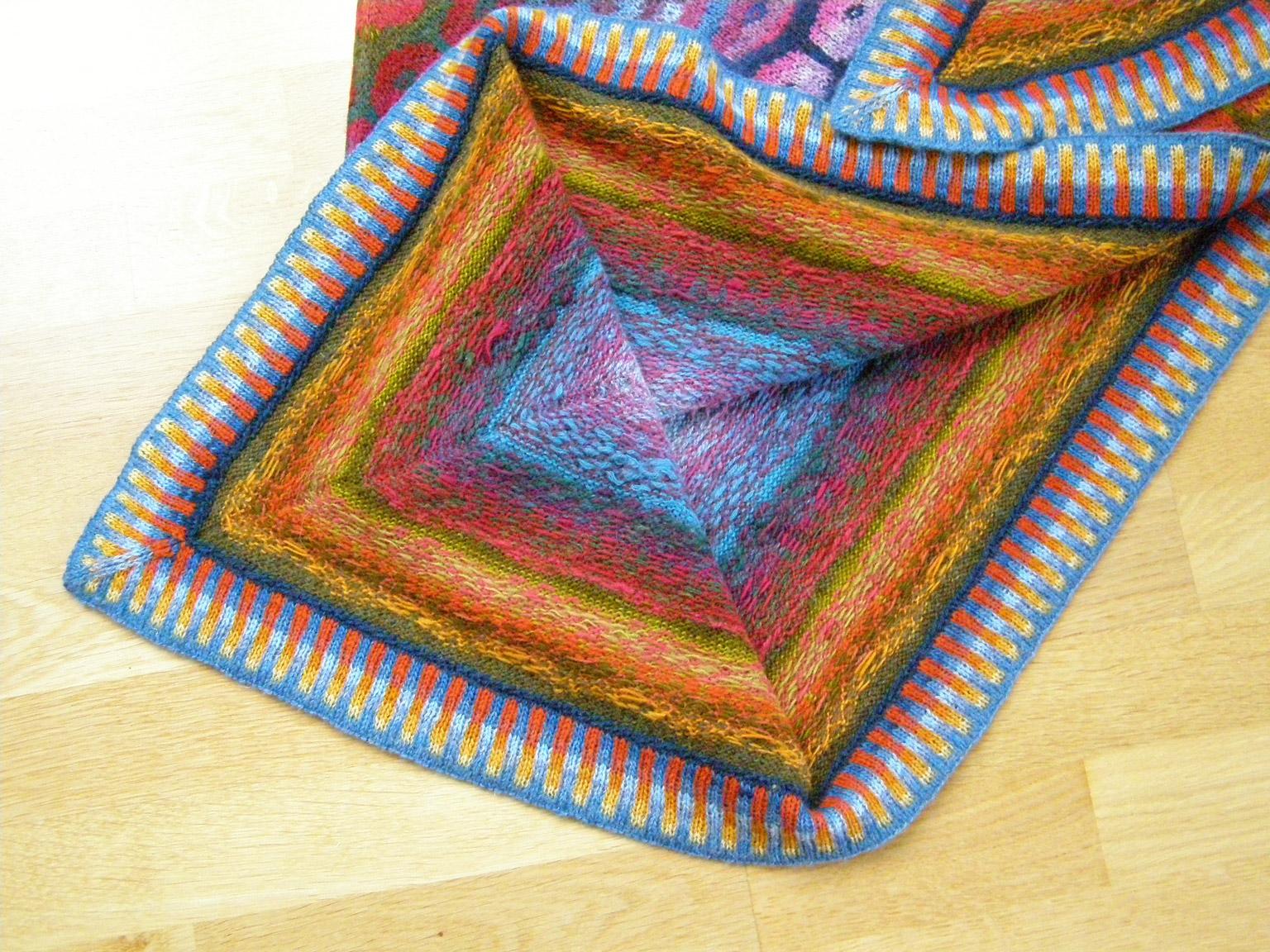 Lottes trekantede blomstersjal