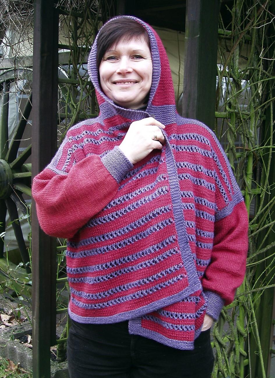 Jakke og / eller vest med hætte, strikket med hulsømsmønster