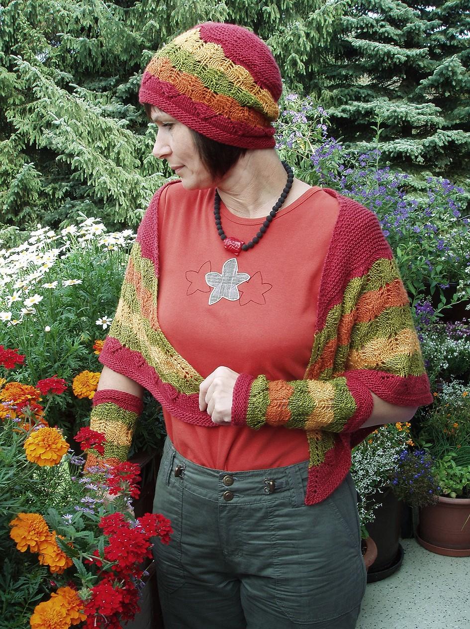 Mütze und Stulpen mit Herbstblättermuster